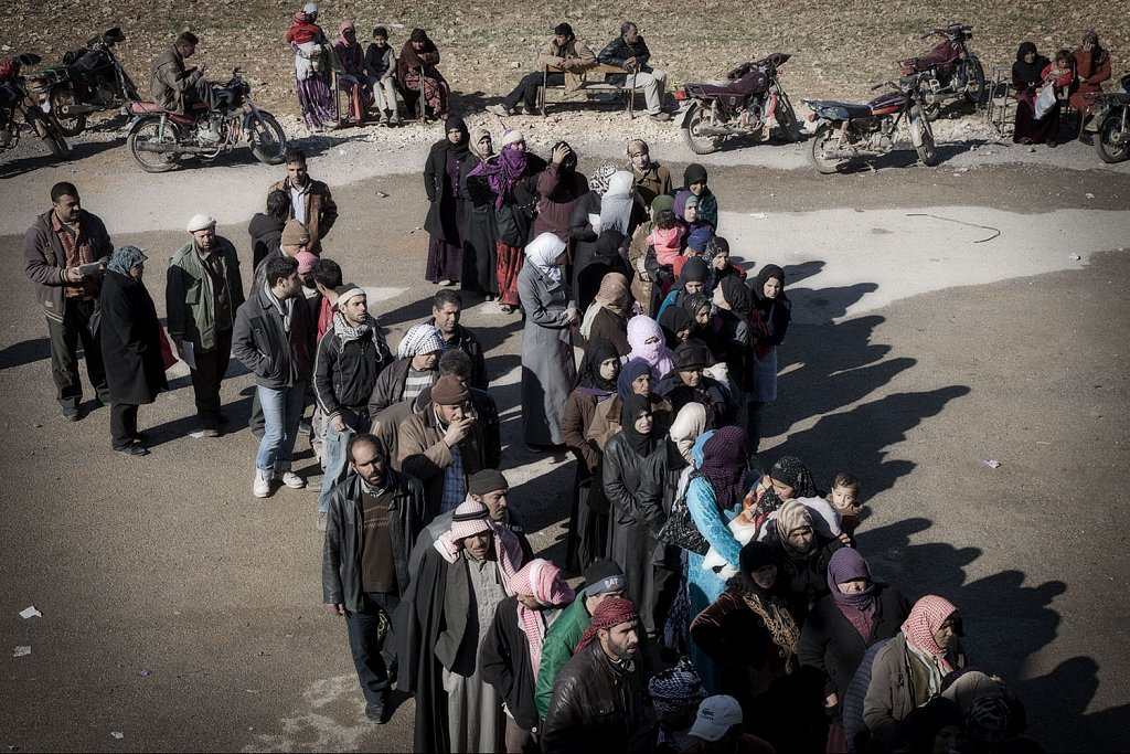 Syrian refugees waiting for humanitarian assistance